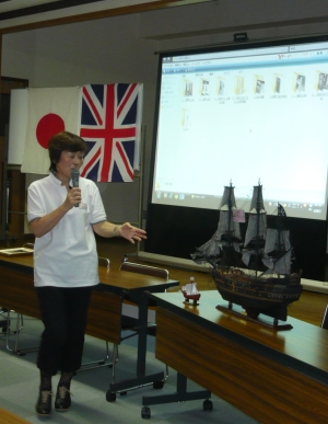 Yoko Ohmori lecturing on the age of fighting sail