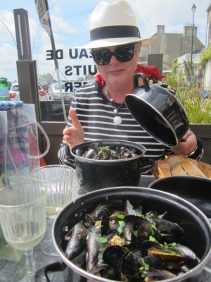 Kathy enjoying Barfleur's famous moules